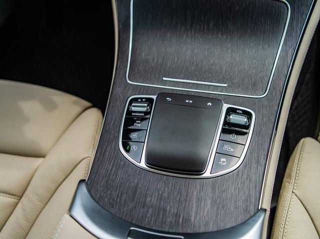 Soi xe sang Mercedes trị giá 2,4 tỷ của cầu thủ Quang Hải  - Ảnh 6.