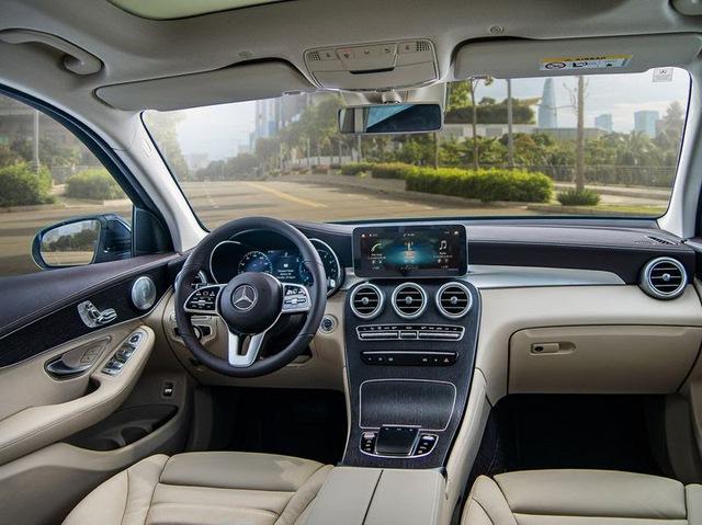 Soi xe sang Mercedes trị giá 2,4 tỷ của cầu thủ Quang Hải  - Ảnh 5.
