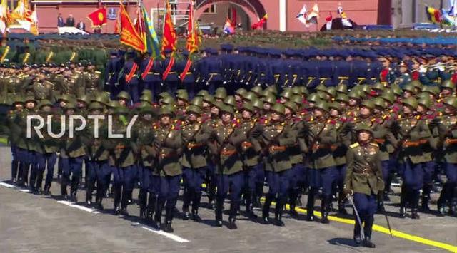 Mãn nhãn với màn duyệt binh hoành tráng nước Nga mừng 75 năm chiến thắng Thế chiến II: 14.000 binh sĩ, 234 khí tài cơ giới và 75 máy bay - Ảnh 16.