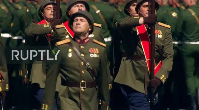 Mãn nhãn với màn duyệt binh hoành tráng nước Nga mừng 75 năm chiến thắng Thế chiến II: 14.000 binh sĩ, 234 khí tài cơ giới và 75 máy bay - Ảnh 17.