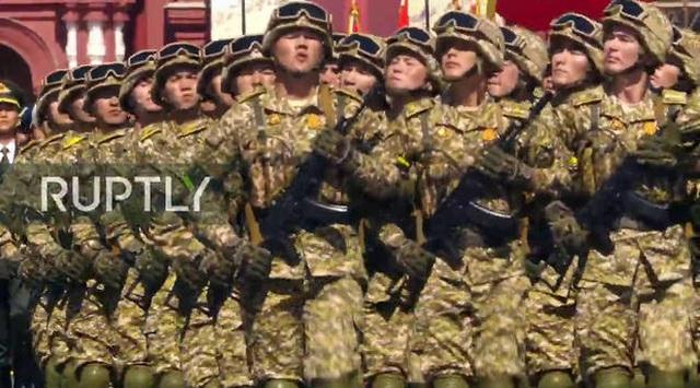 Mãn nhãn với màn duyệt binh hoành tráng nước Nga mừng 75 năm chiến thắng Thế chiến II: 14.000 binh sĩ, 234 khí tài cơ giới và 75 máy bay - Ảnh 24.