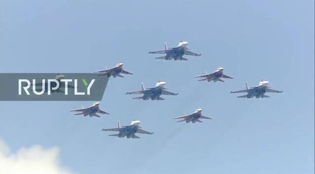 Mãn nhãn với màn duyệt binh hoành tráng nước Nga mừng 75 năm chiến thắng Thế chiến II: 14.000 binh sĩ, 234 khí tài cơ giới và 75 máy bay - Ảnh 45.