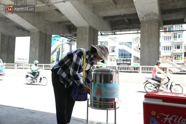 Hà Nội: Giữa nắng nóng kinh hoàng, có 1 quán trà chanh với khăn lạnh miễn phí giúp người lao động nghèo giải nhiệt sau giờ lao động vất vả - Ảnh 8.