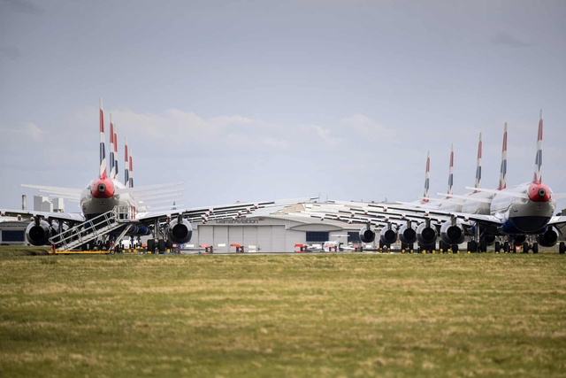 La liệt máy bay nằm không tại sân bay trên khắp thế giới - Ảnh 10.