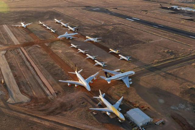 La liệt máy bay nằm không tại sân bay trên khắp thế giới - Ảnh 12.