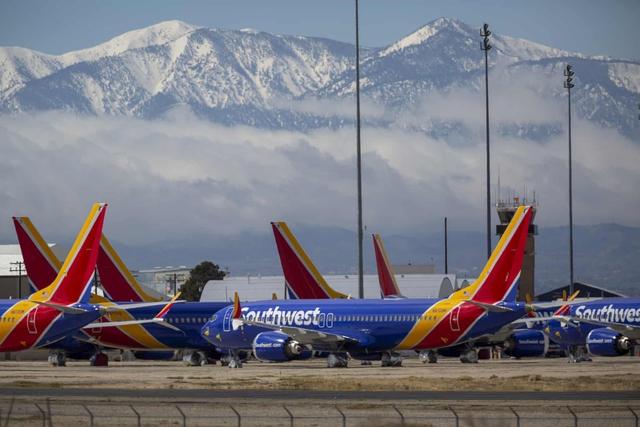 La liệt máy bay nằm không tại sân bay trên khắp thế giới - Ảnh 13.