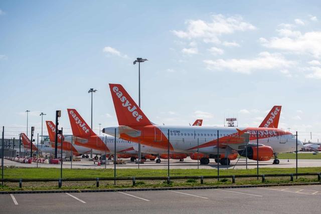La liệt máy bay nằm không tại sân bay trên khắp thế giới - Ảnh 2.
