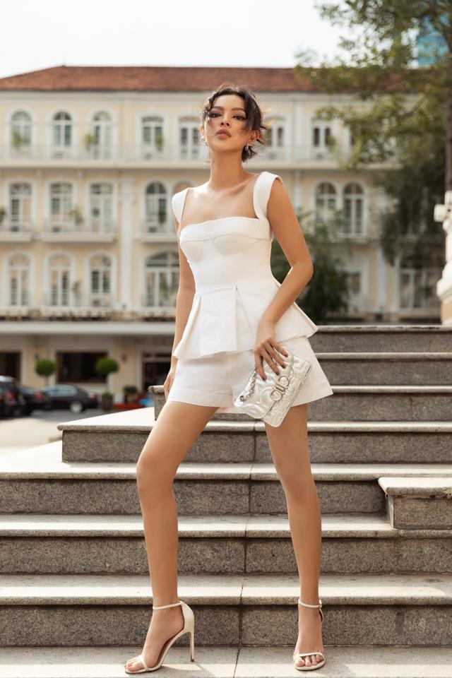 Ba fashionista đình đám biến hoá trong trang phục trắng tinh khiết của NTK Công Trí  - Ảnh 2.