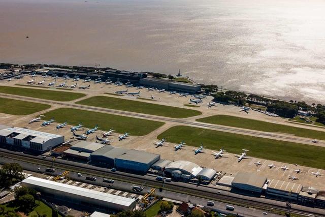 La liệt máy bay nằm không tại sân bay trên khắp thế giới - Ảnh 3.