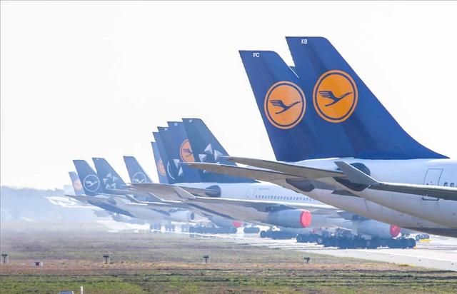 La liệt máy bay nằm không tại sân bay trên khắp thế giới - Ảnh 4.