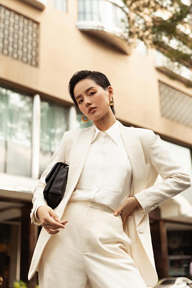 Ba fashionista đình đám biến hoá trong trang phục trắng tinh khiết của NTK Công Trí  - Ảnh 4.