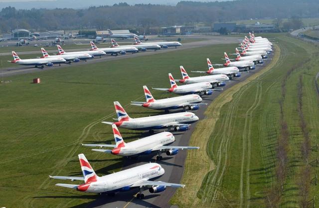 La liệt máy bay nằm không tại sân bay trên khắp thế giới - Ảnh 8.