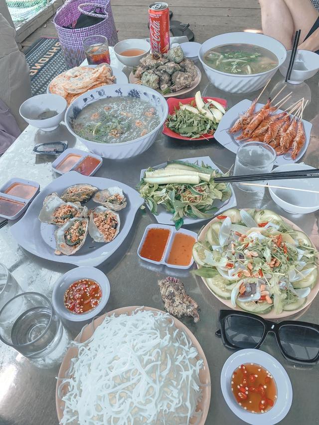10h đặt vé máy bay, 14h đến Quy Nhơn, cô gái Hà Nội hoàn toàn bất ngờ vì chi phí rẻ, nước biển xanh ngắt, hải sản tươi rói, người dân vô cùng thân thiện - Ảnh 15.