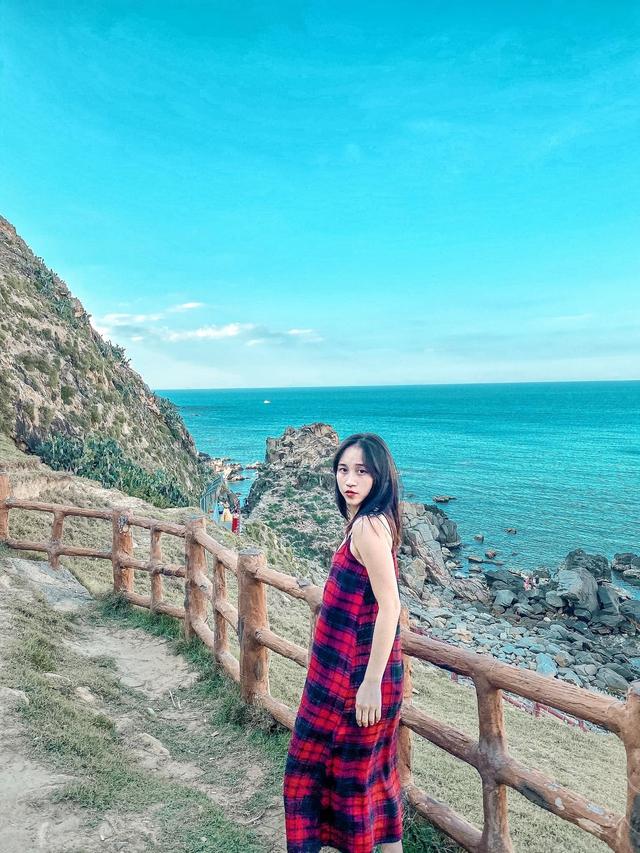 10h đặt vé máy bay, 14h đến Quy Nhơn, cô gái Hà Nội hoàn toàn bất ngờ vì chi phí rẻ, nước biển xanh ngắt, hải sản tươi rói, người dân vô cùng thân thiện - Ảnh 4.