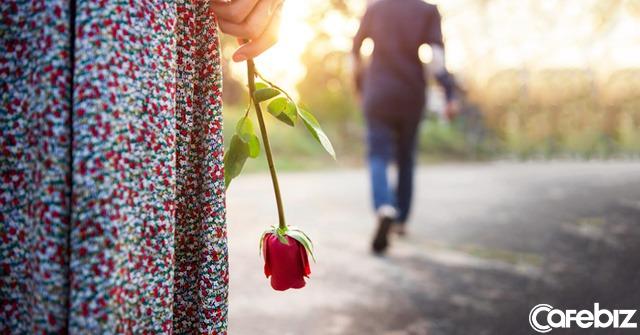 Tôi kết hôn đã 30 năm, nhưng chưa bao giờ tiêu tiền của chồng: Hôn nhân đẹp nhất không phải là góp gạo thổi cơm chung, mà là năm tháng về sau - Ảnh 1.