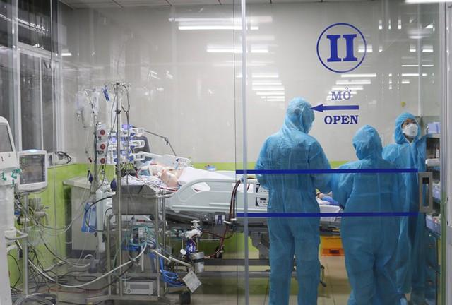 Nóng: Bệnh nhân nam phi công người Anh đang điều trị tại BV Chợ Rẫy đã ngừng sử dụng ECMO - Ảnh 1.
