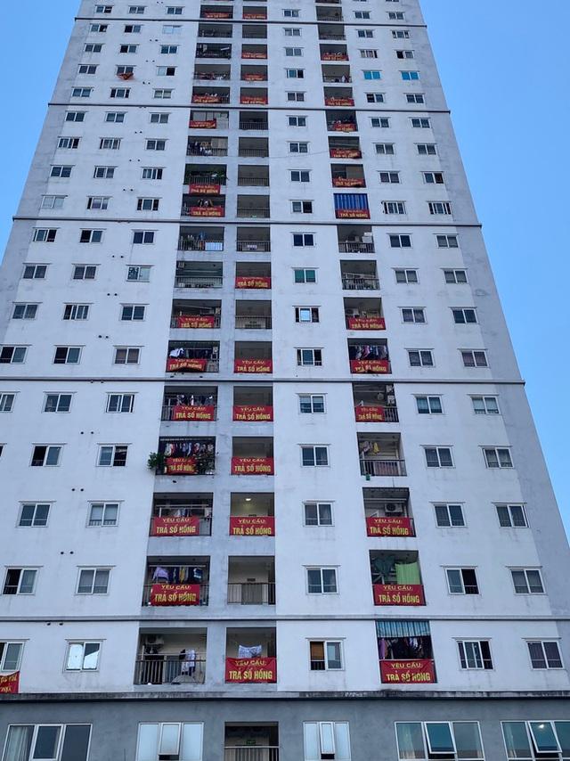 Hà Nội: Cư dân chung cư thu nhập thấp không được cấp sổ đỏ kêu cứu để con được đi học - Ảnh 1.