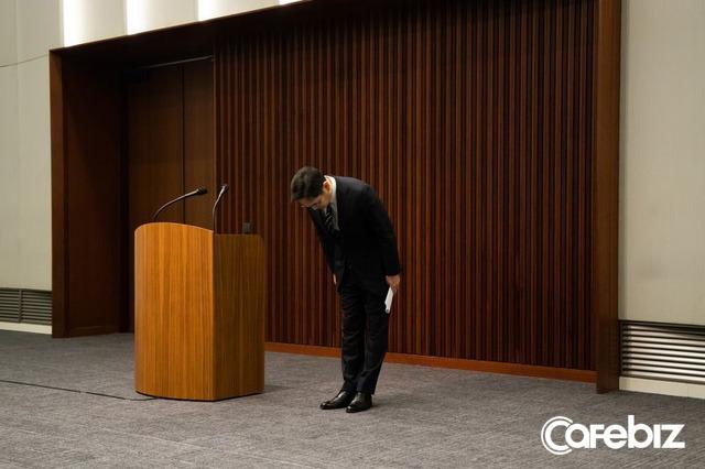Cúi đầu xin lỗi công khai, thề không truyền ngôi cho con: Những điều chưa từng làm của thái tử Lee nhằm nỗ lực kiến tạo Samsung mới - Ảnh 1.
