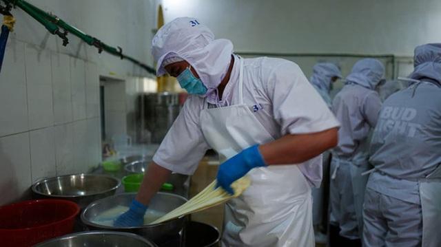 Báo CNN hết lời ca ngợi Việt Nam có một nơi sản xuất được các món phô mai ngon nhất châu Á mà nói ra ai cũng thấy siêu quen thuộc - Ảnh 3.