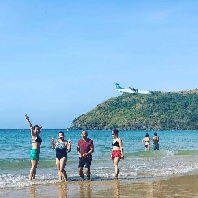 """Một sân bay ở Việt Nam khiến ai cũng """"khiếp vía"""" khi lần đầu nhìn thấy: Phi cơ hạ cánh ngay cạnh nơi du khách... tắm biển? - Ảnh 13."""
