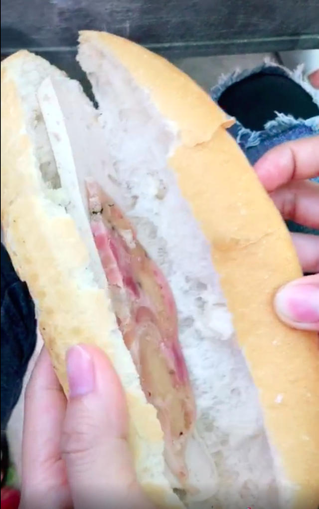 """Ổ bánh mì """"khét tiếng"""" nhất Việt Nam là đây: Bên trong chẳng có gì ngoài… 2 nguyên liệu mỏng dính, vậy mà ngày nào cũng bán """"đắt như tôm tươi""""? - Ảnh 10."""