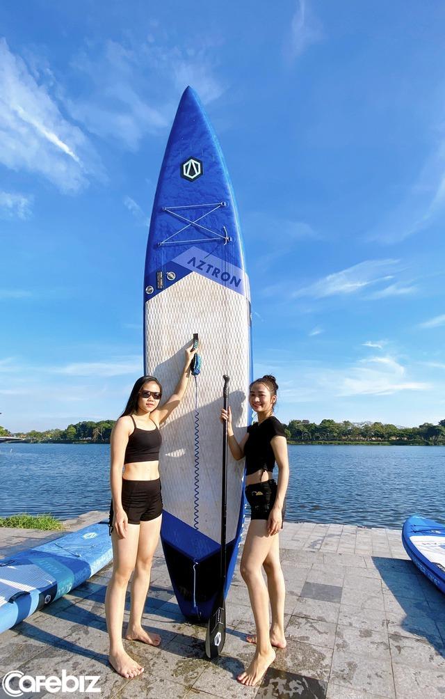 Lướt ván đứng trên dòng sông Hương: Một trải nghiệm khác biệt để cảm nhận nét sôi động của cố đô Huế - Ảnh 4.