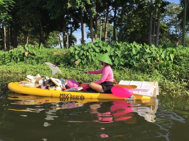 Lướt ván đứng trên dòng sông Hương: Một trải nghiệm khác biệt để cảm nhận nét sôi động của cố đô Huế - Ảnh 10.