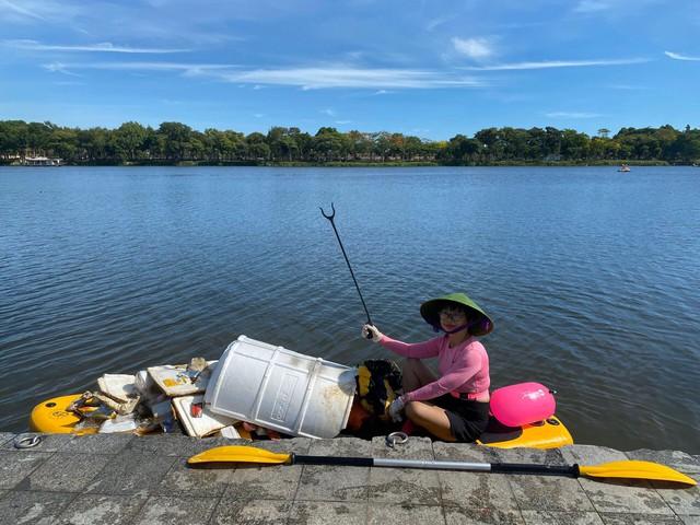 Lướt ván đứng trên dòng sông Hương: Một trải nghiệm khác biệt để cảm nhận nét sôi động của cố đô Huế - Ảnh 11.