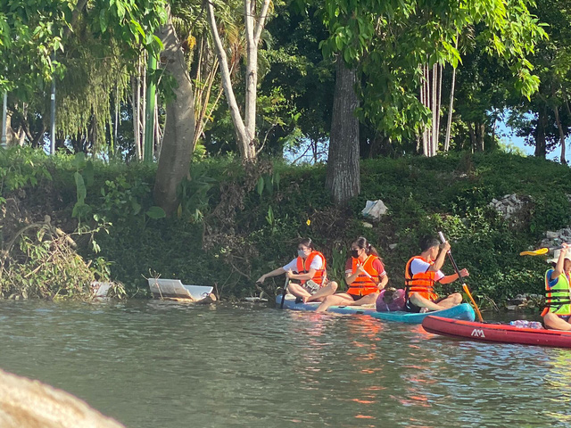 Lướt ván đứng trên dòng sông Hương: Một trải nghiệm khác biệt để cảm nhận nét sôi động của cố đô Huế - Ảnh 12.