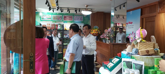 Tỉnh Đồng Tháp – 'bàn tay vàng trong làng khởi nghiệp': Khai trương cửa hàng đặc sản đầu tiên tại Hà Nội, chuyên giới thiệu sản phẩm của startup đất Sen hồng - Ảnh 1.