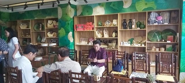 Tỉnh Đồng Tháp – 'bàn tay vàng trong làng khởi nghiệp': Khai trương cửa hàng đặc sản đầu tiên tại Hà Nội, chuyên giới thiệu sản phẩm của startup đất Sen hồng - Ảnh 2.