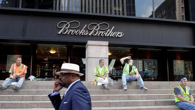 Từ Brooks Brothers gục ngã vì COVID-19, đến dấu chấm hết cho thời trang cổ cồn? - Ảnh 1.
