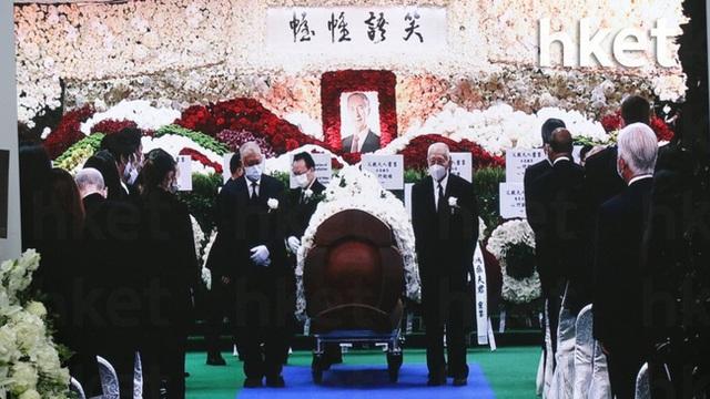Lễ nhập quan của Vua sòng bài Macau: Hơn 300 ảnh gia tộc được trình chiếu, con trai thứ 2 xúc động cầm di ảnh của bố - Ảnh 22.