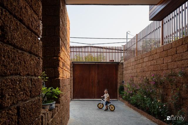 Bố mẹ trẻ xây nhà vườn 300m² giúp các con sống gần gũi với thiên nhiên ở quận Thủ Đức, TP. HCM - Ảnh 6.