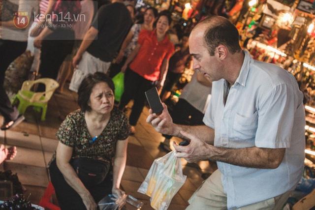Có một chợ đêm Bến Thành buồn đến nao lòng: Khách Việt còn không có chứ nói chi khách nước ngoài - Ảnh 3.
