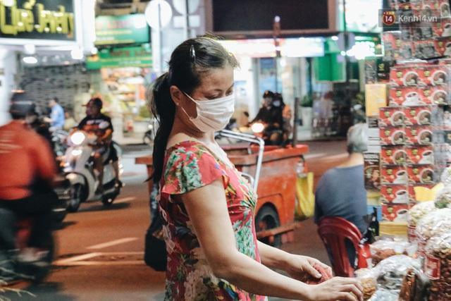 Có một chợ đêm Bến Thành buồn đến nao lòng: Khách Việt còn không có chứ nói chi khách nước ngoài - Ảnh 17.