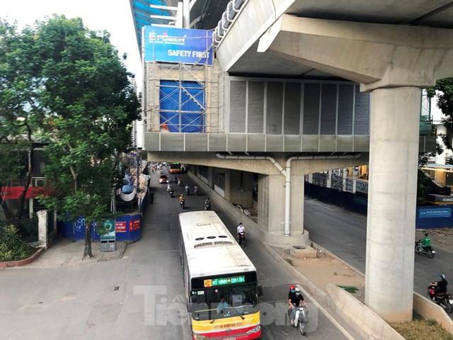 Cận cảnh đoạn metro Hà Nội vừa bị đòi bồi thường 19 triệu USD - Ảnh 7.