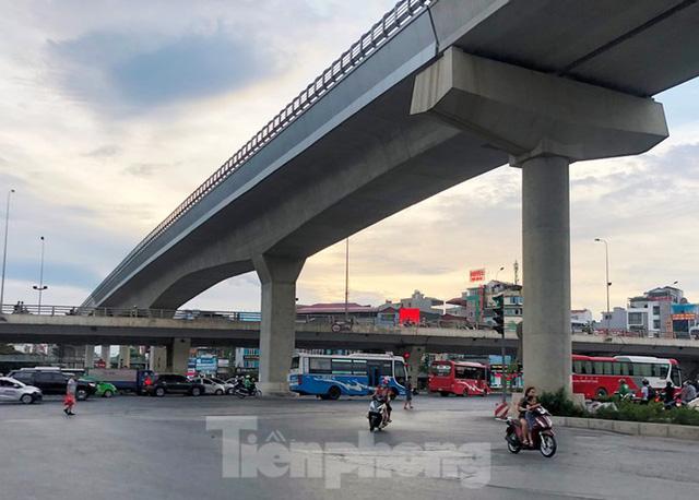 Cận cảnh đoạn metro Hà Nội vừa bị đòi bồi thường 19 triệu USD - Ảnh 10.