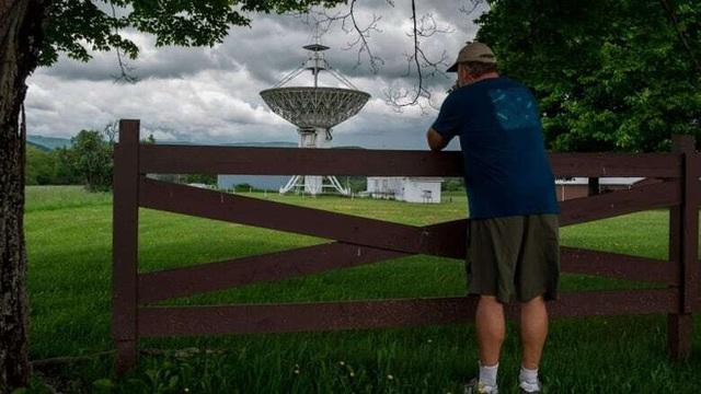 Thị trấn kỳ lạ cấm sử dụng điện thoại di động, cấm luôn cả Wi-Fi, ai vi phạm là bị bế về đồn luôn - Ảnh 9.