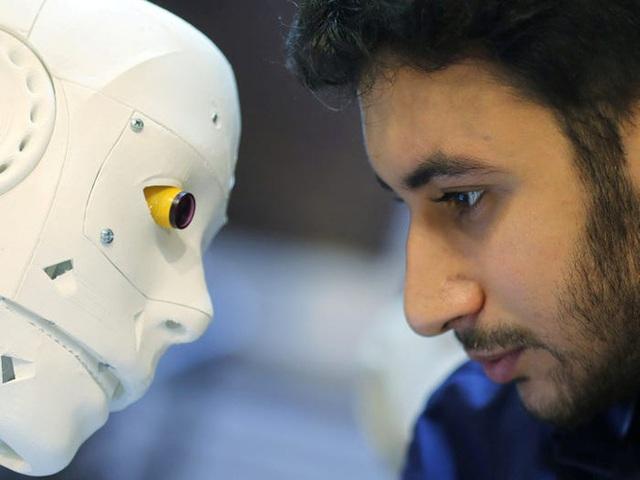 Con robot đầy ám ảnh này đang hỗ trợ các xét nghiệm coronavirus ở Ai Cập - Ảnh 3.