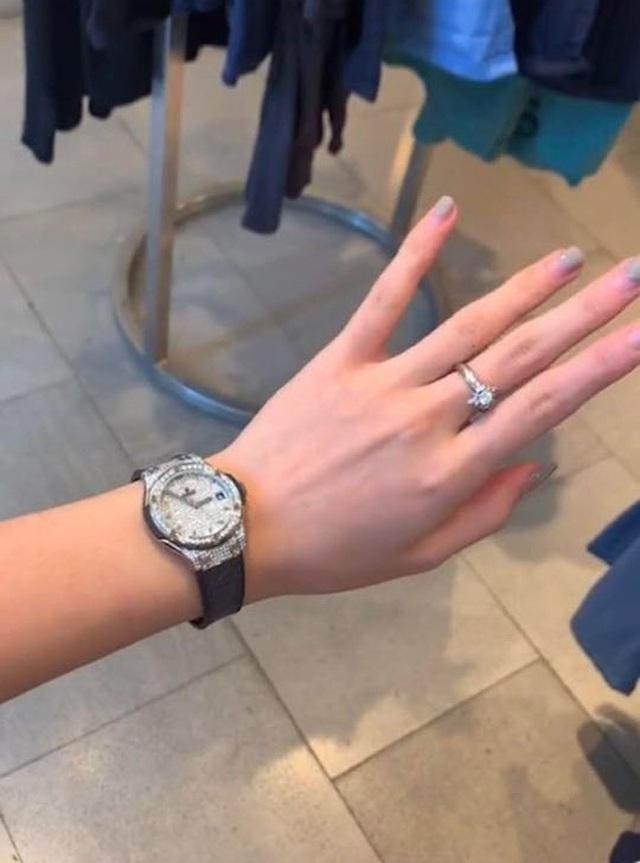Tiểu thư RMIT đi Lexus được bố mẹ tặng đồng hồ Hublot 20.000 đô trong sinh nhật 20 tuổi - Ảnh 4.