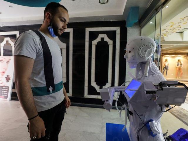 Con robot đầy ám ảnh này đang hỗ trợ các xét nghiệm coronavirus ở Ai Cập - Ảnh 5.