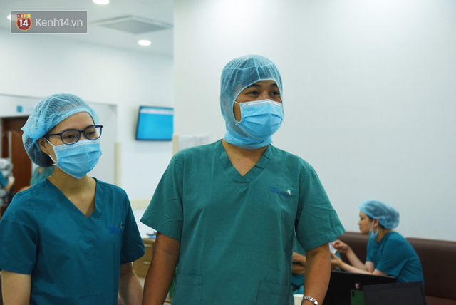 ẢNH: Khoảnh khắc xúc động trong suốt 12 tiếng phẫu thuật giúp Trúc Nhi - Diệu Nhi có được hình hài nguyên vẹn - Ảnh 15.