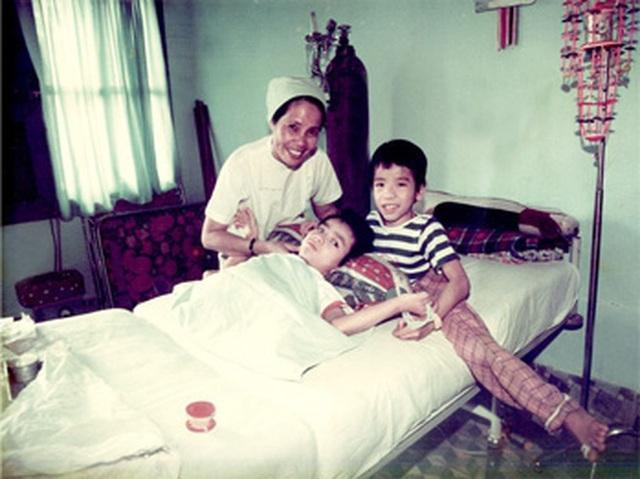 Nhìn lại ca phẫu thuật tách cặp song sinh Việt - Đức 32 năm trước: Ca mổ đi vào lịch sử y học Việt Nam - Ảnh 7.