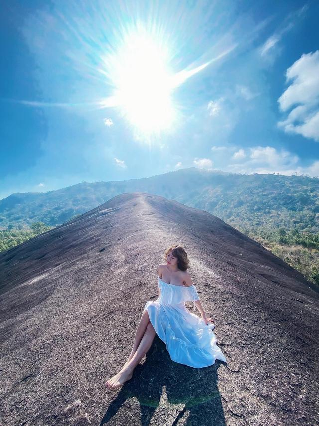 Yêu vẻ đẹp hoang sơ, tìm về Buôn Ma Thuột: Núi đá Voi mẹ sừng sững, thác Dray Nur nước đổ hùng vĩ, không khí mát mẻ - Ảnh 13.