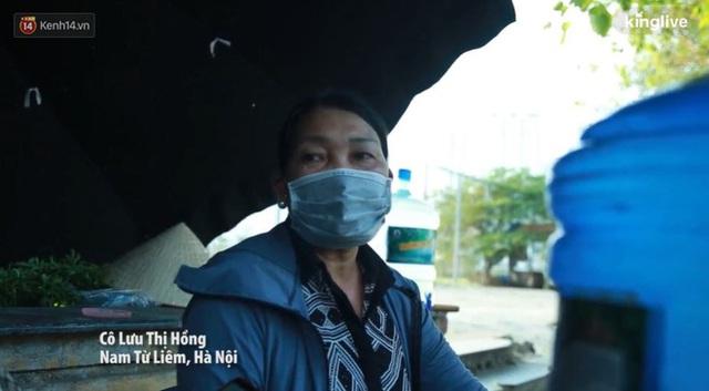 Những núi rác ngày một cao giữa Hà Nội khiến ai đi qua cũng phải bịt mũi, nín thở - Ảnh 4.