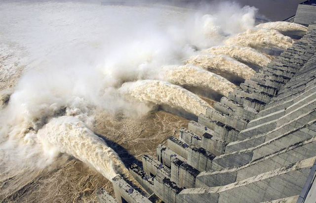 Nước lũ ở đập Tam Hiệp vượt cảnh báo 12m, ông Tập triệu tập họp khẩn - Ảnh 1.