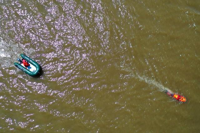 Nước lũ ở đập Tam Hiệp vượt cảnh báo 12m, ông Tập triệu tập họp khẩn - Ảnh 2.