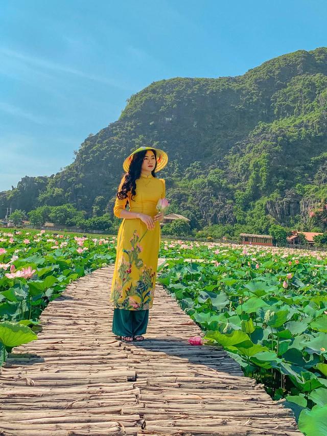 Đến Hang Múa, Ninh Bình ngập trong sắc sen hồng: Trọn vẹn 1 ngày cuối tuần rời xa thành thị xô bồ, chiêm ngưỡng vẻ đẹp thiên nhiên xanh mướt - Ảnh 2.