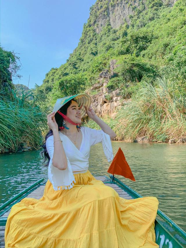 Đến Hang Múa, Ninh Bình ngập trong sắc sen hồng: Trọn vẹn 1 ngày cuối tuần rời xa thành thị xô bồ, chiêm ngưỡng vẻ đẹp thiên nhiên xanh mướt - Ảnh 8.